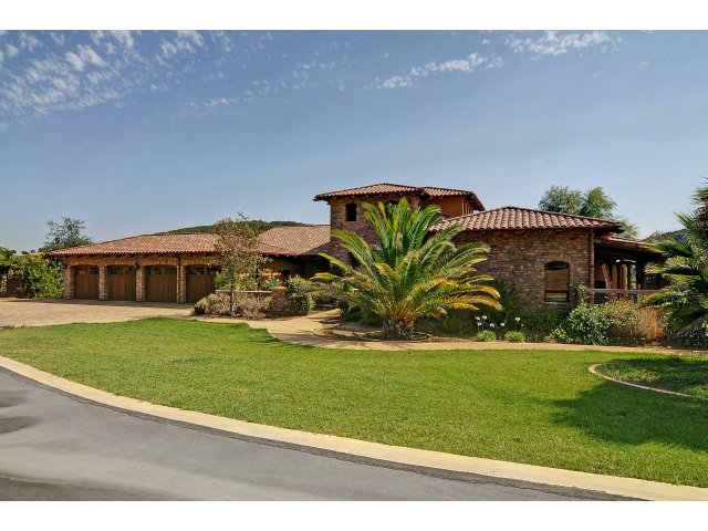 Our team organized and packed up this 4,500 SF 4 bedroom/5 bath house in Wine Country in Gilroy, CA